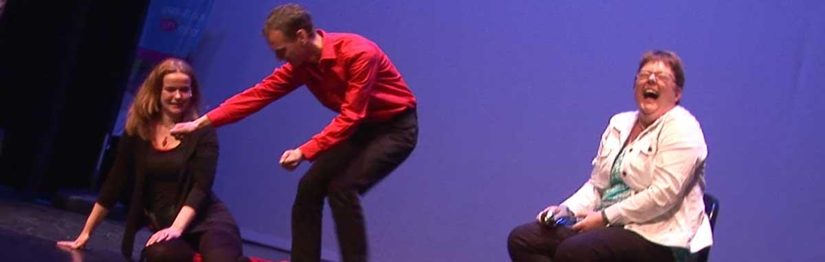 Improvisatietheater met publiek interactief voor bedrijven foto