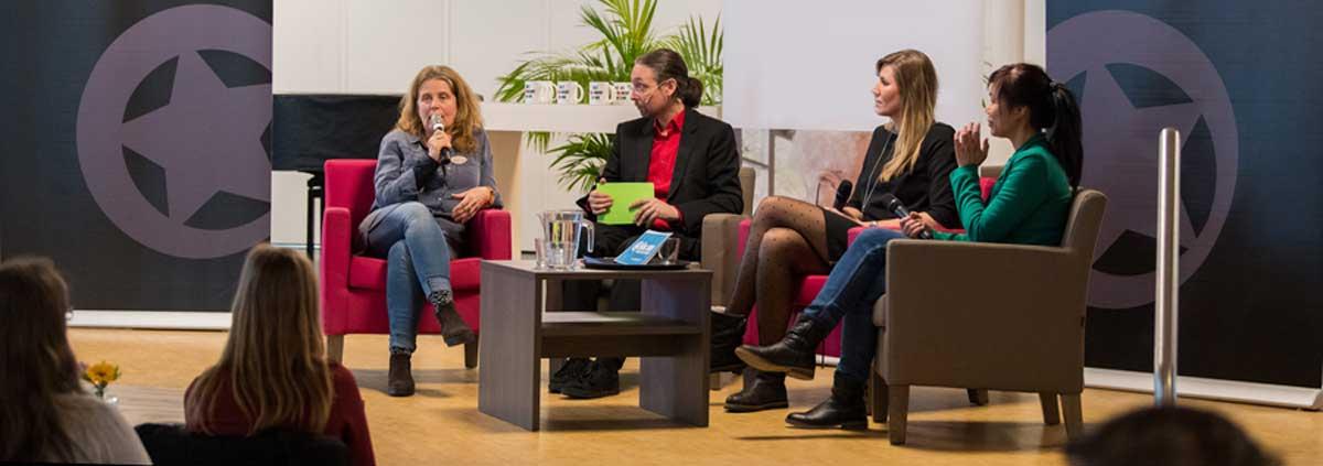 improvisatie theater talkshow op maat voor bedrijven tafelgasten